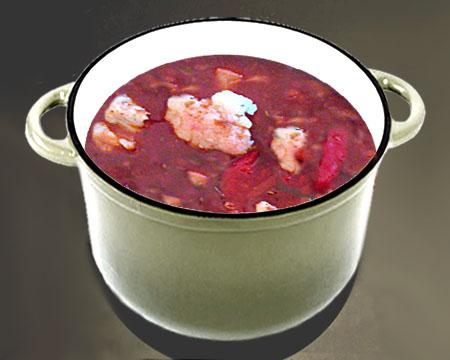 Красный борщ с цветной капустой в кастрюле