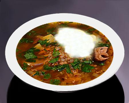 Грибной суп с гречкой в тарелке