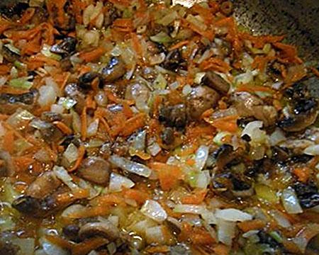 зажарка из лука, моркови и грибов