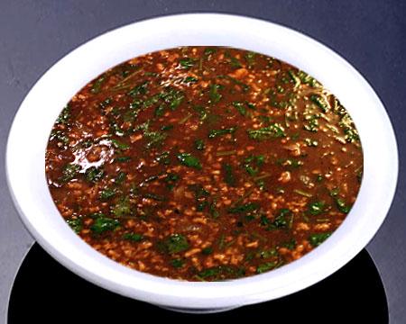 Суп харчо с пшеном в тарелке